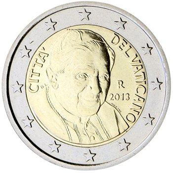 2 евро. Третья серия (2006 – 2013). Папа Бенедикт XVI. В левой части – инициалы дизайнера («DL»). 12 звезд выровнены в соответствии с требованиями Еврокомиссии как на флаге Евросоюза. Знак монетного двора «R»