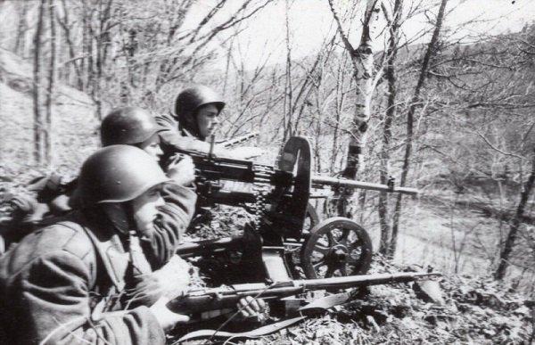 Пулемётчики Дальневосточного фронта, вооружённые станковым пулемётом СГ-43. 1945-й год