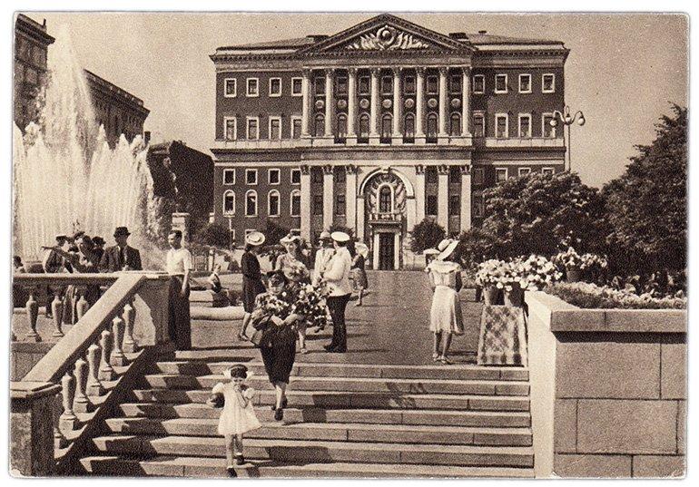 Здание Моссовета на открытке