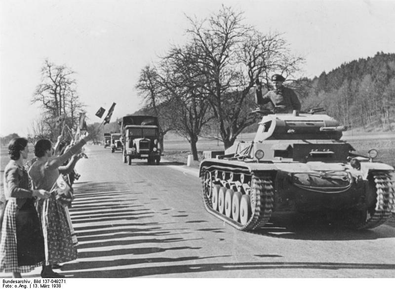 Встреча немецких войск в Австрии 13 марта 1938 года