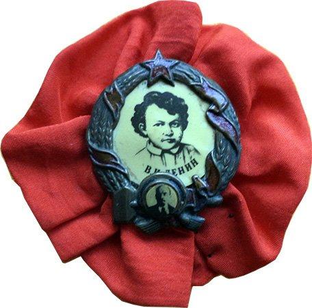 Значок с двумя портретами Ленина в разные годы его жизни