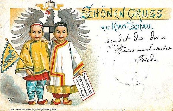 Почтовая открытка из Циндао. 1900 год. Надпись на листке в руке у китайского мальчика – «Германия, Германия превыше всего»