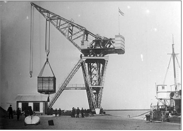 Торговый порт в Циндао. 1910 год