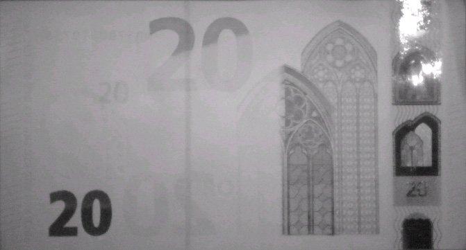 Банкнота 20 евро в инфракрасном свете