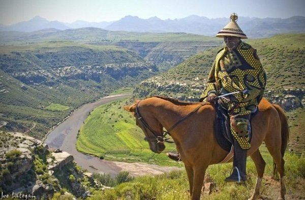 Охотник народа сото на лошади