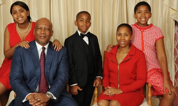 Король Летсие III с семьей