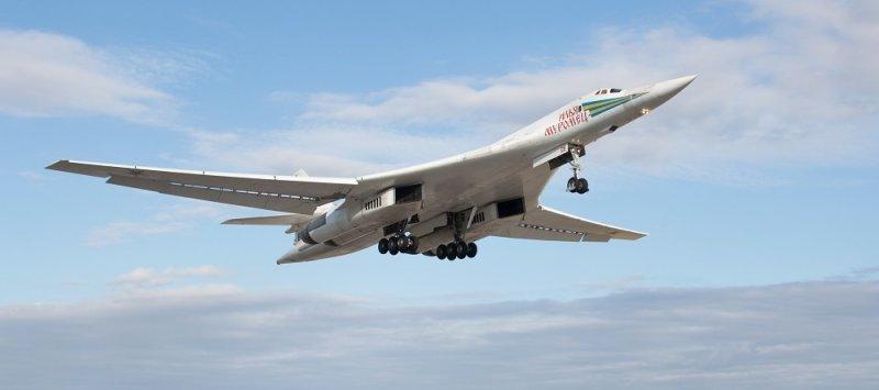 Сверхзвуковой стратегический бомбардировщик-ракетоносец «Ту-160»