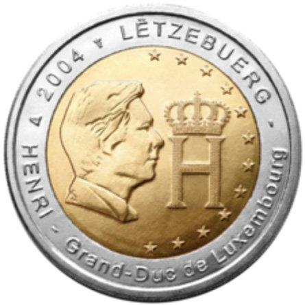 Портрет герцога Люксембургского Анри Нассау. Люксембург. 2004. В центре монеты помещен его портрет и монограмма (H с короной).  Вверху надпись: LËTZEBUERG (Люксембург). Внизу: HENRI — Grand-Duc de Luxembourg (Генрих (его имя) – великий герцог Люксембурга)