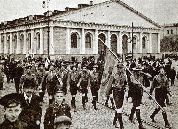Московские скауты на параде. Дореволюционное фото