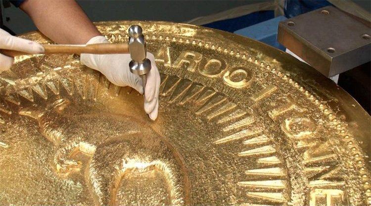 Изготовление монеты весом в одну тонну и номиналом 1 000 000 долларов Австралии