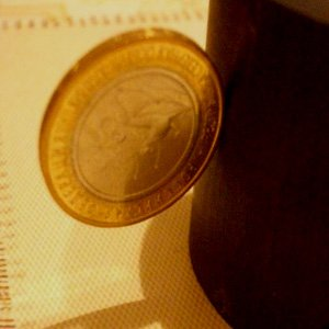 10 рублей 2013 года с магнитными свойствами