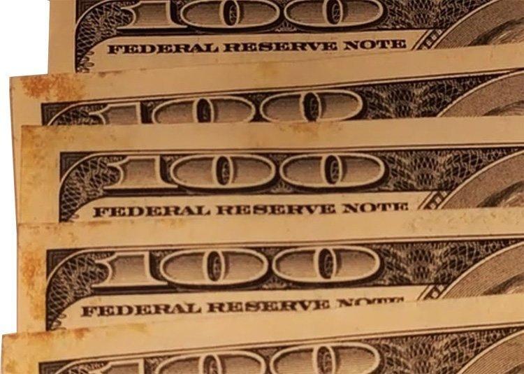 Органические загрязнения на долларах США