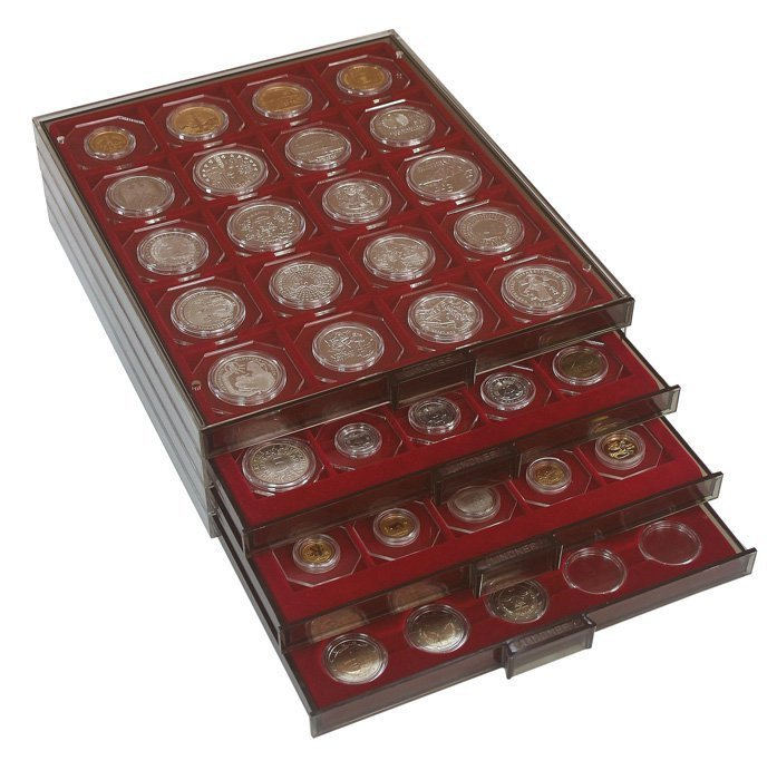 Коллекция, представленная в виде миниатюрного мюнцкабинета