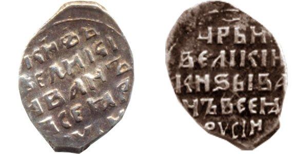 """Титул """"царь"""" на правой монете и его отсутствие на левой"""