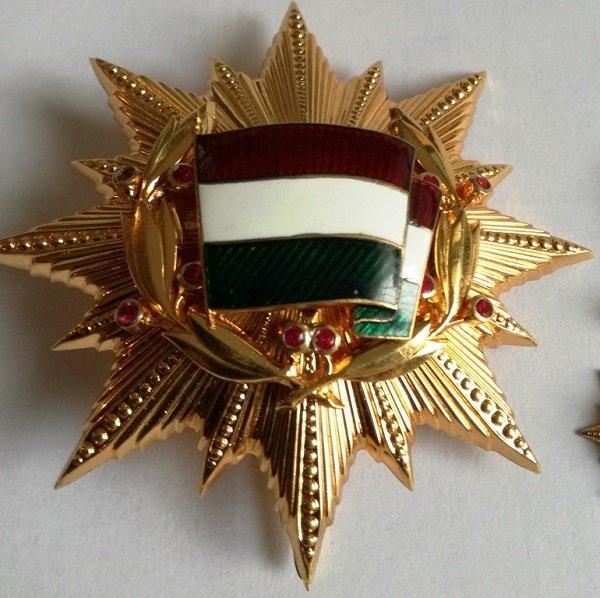 Звезда Ордена Знамени ВНР второй степени с рубинами