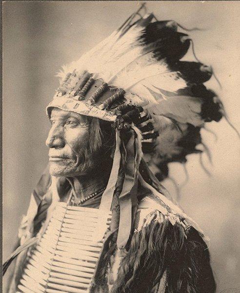 Индеец племени сиу. Фото Ф. Ринехарт, 1898 год. Небраска. США.