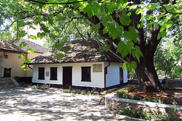 В доме купца Наумова Пушкин провел первые два месяцы ссылки (ныне дом-музей Пушкина в Кишиневе)