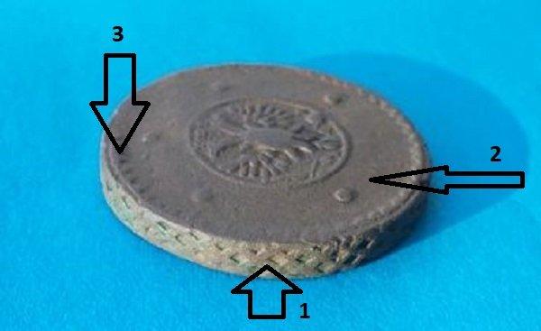 Меры защиты крестовиков от подделок: 1 – сетчатый гурт, 2 – большие открытые пространства на монетном кружке, 3 – рубчик по краю