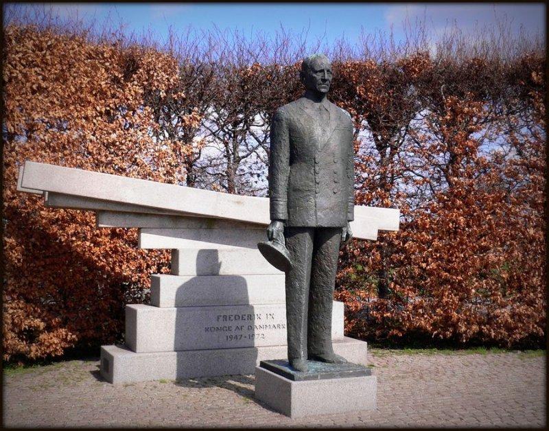 Памятник Фредерику IX в Копенгагене