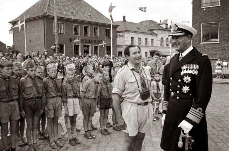 Король Дании Фредерик IX на параде
