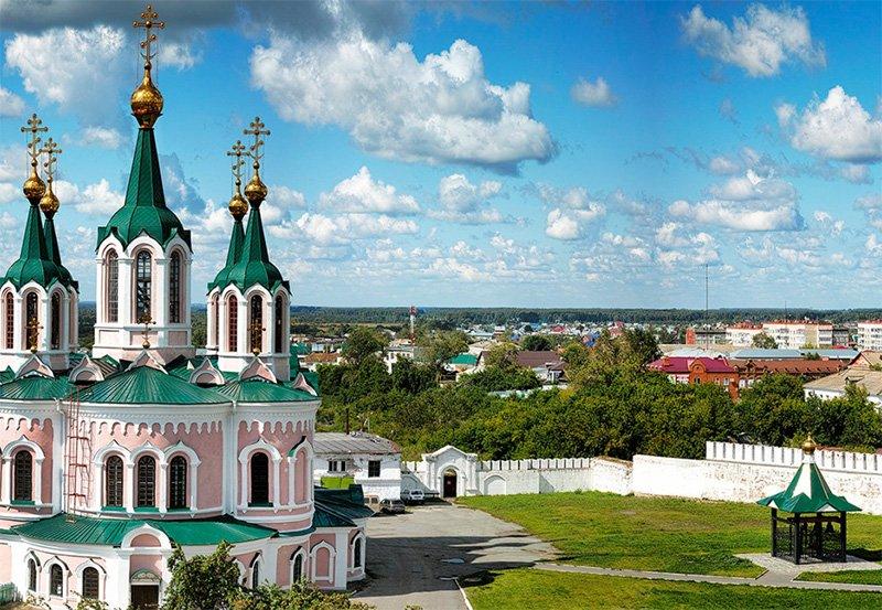 Далматовский монастырь с характерной крепостной стеной