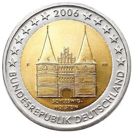 Первая монета серии «Федеральные земли Германии» 2006 г. В центре монеты изображены Голштинские ворота (Любек). Они являются памятником средневекового стиля «кирпичная готика» и занесены в список ЮНЕСКО. Снизу – SCHLESWIG–HOLSTEIN