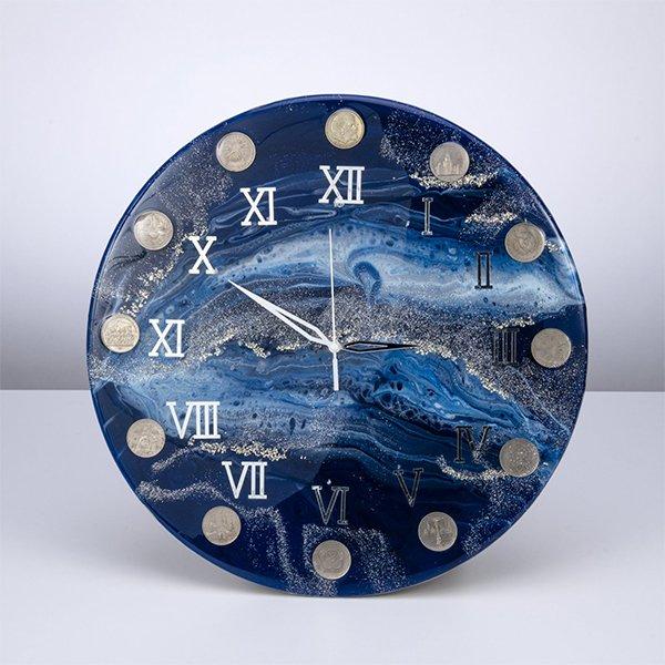 Часы с советскими юбилейными монетами