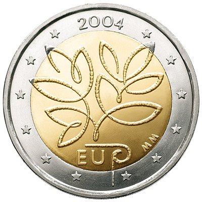 Пятое расширение Европейского союза. Финляндия. 2004. На монете изображен ствол дерева (схематично), от него идут ростки, символизирующие расширение ЕС. По задумке: ствол является знаком роста. Снизу написано EU (ЕС) и греческая буква «ρ» (rho) (ее читают как «euro»)
