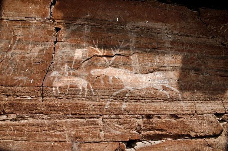 Наскальные рисунки в Шишкинских скалах, Якутия