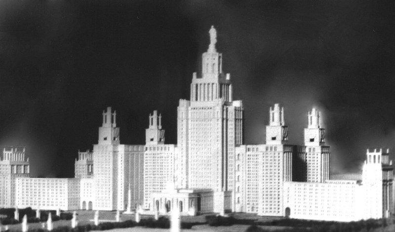 Проект Главного здания МГУ с памятником Ломоносову (архитектор Л.В. Руднев), 1949 год