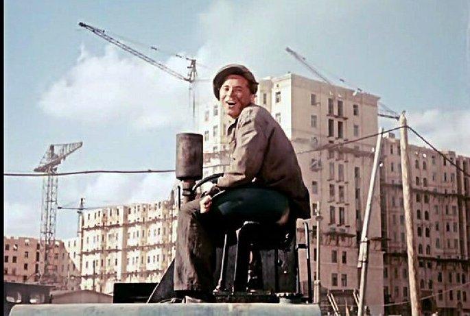 Кадр из фильма «Верные друзья». Строительство Дома преподавателей МГУ, 1953 год