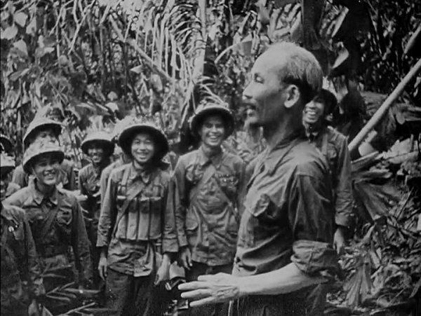 Хо Ши Мин выступает перед солдатами. 1968 год