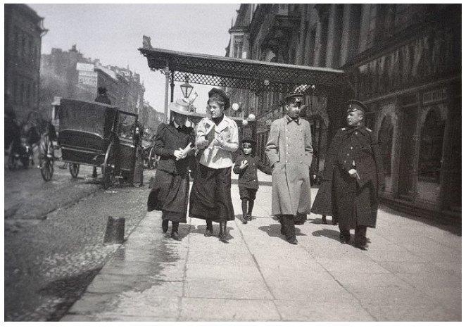 А. Эберлинг. Прогулка по Литейному проспекту. Петербург. 1899 г.