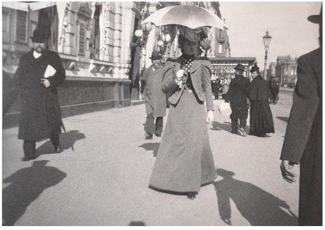 А. Эберлинг. Придворная дама на Невском проспекте. Петербург. 1899 г.