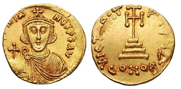 Император Юстиниан II (685-695, 705-711). Аверс: D IUSTINIA—NUS PE AV. Лицо в анфас с короткой бородой обычной формы. На голове императора корона, украшенная крестом. Он одет в хламиду и держит державу. Реверс: VICTORIA AVGU. Крест на трех ступенях