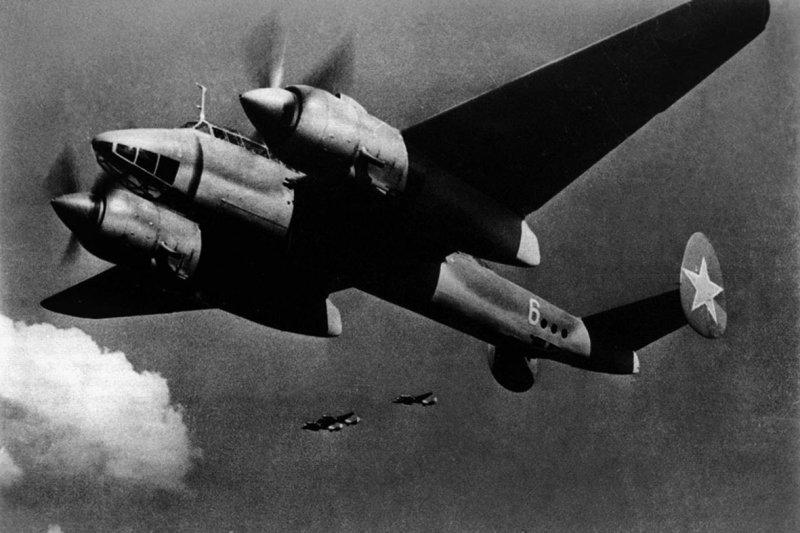 Двухмоторный высокоскоростной бомбардировщик Ту-2
