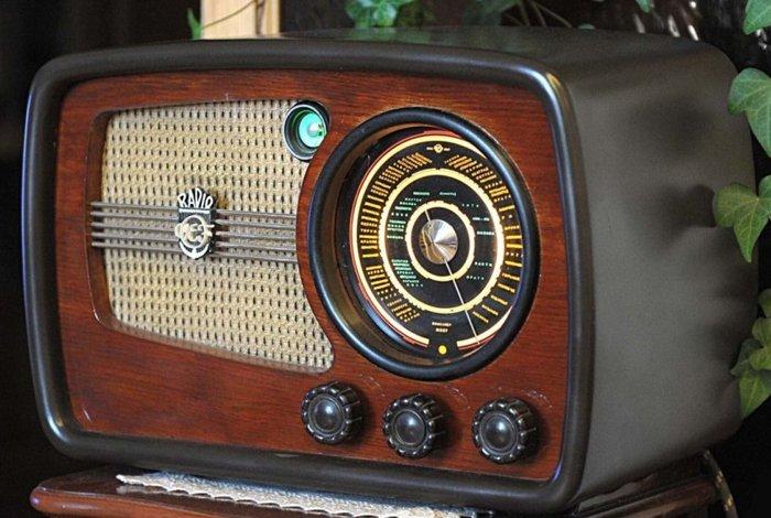 Ламповый радиоприёмник «ВЭФ Супер М-557»