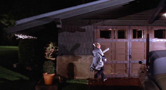 Гараж Дока в 1955 году около Аллеи Кеннеди из фильма «Назад в будущее 2», 1989 год