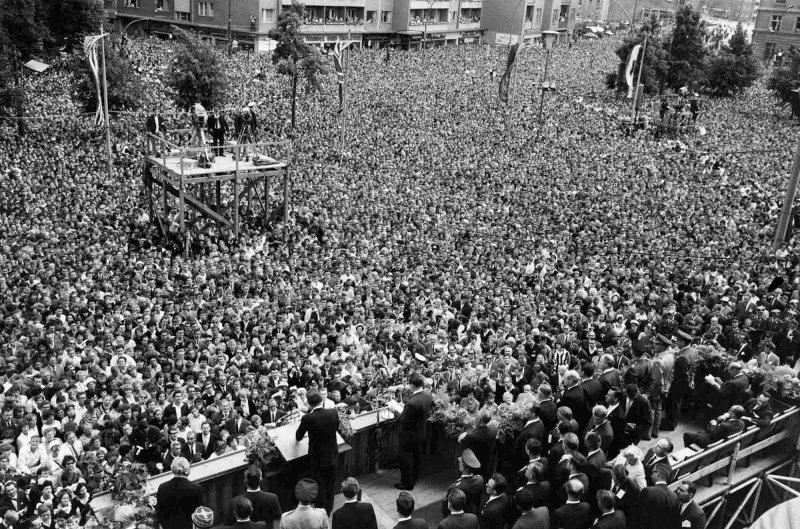 Выступление Джона Ф. Кеннеди перед западными немцами, 1963 год