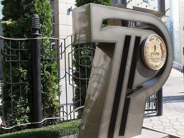Памятник рублю ПМР в виде его графического символа. Тирасполь