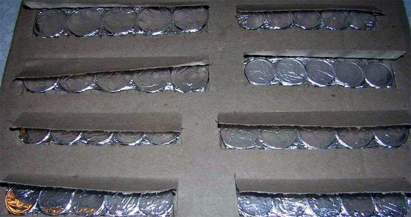 Упаковка монет перед отправкой
