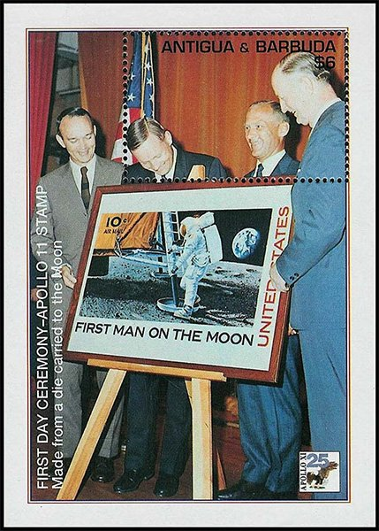 Почтовый блок, изображающий презентацию марки «First man on the Moon»