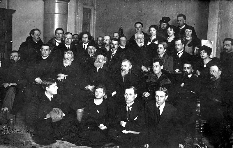 В.И. Вернадский среди сотрудников государственного радиевого института, 1923 год