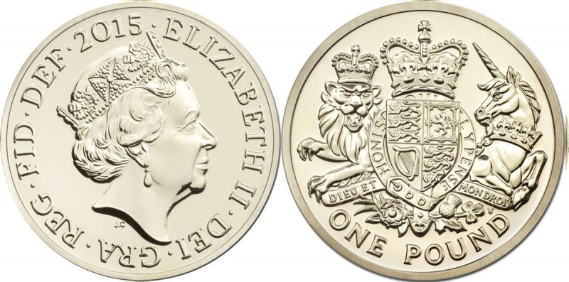 Однофунтовая монета 2015 года с Королевским гербом авторства Тимоти Ноада. Гуртовая надпись DECUS ET TUTAMEN (лат. «Украшение и защита»)
