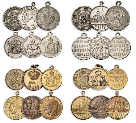 Подборка разнообразных жетонов в честь коронации Николая II