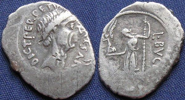 Профиль пожизненного диктатора Юлия Цезаря на денарии. 44 год до н.э.