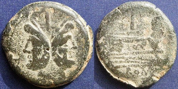 Асс. 1\10 денария с изображением двуликого бога Януса и носа галеры. Медь. 36 г. После 211 года до н.э.