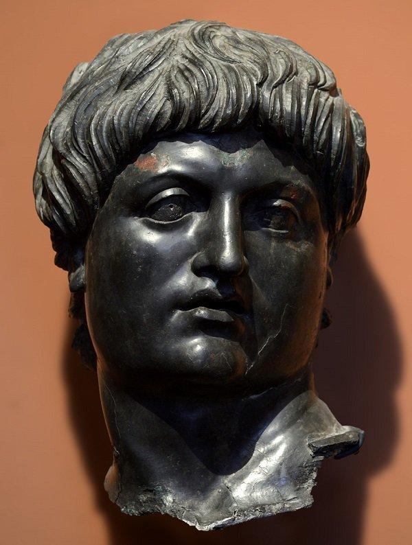 Голова Нерона. Фрагмент статуи. 50-60-е гг. Бронза. Лувр. Фото И.А. Шурыгина