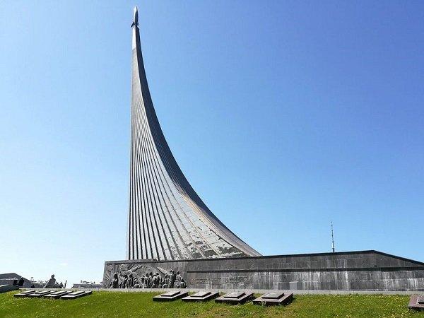 Монумент «Покорителям космоса». Москва 1964 год. Фото наших дней