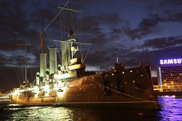 Крейсер «Аврора» (1900 год постройки) на «вечной стоянке» у Петроградской набережной в Санкт-Петербурге. Фото наших дней